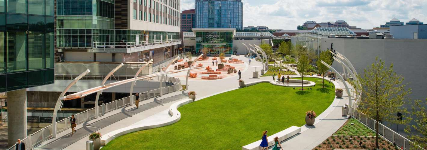 VITA Tysons Corner : Direct access to Plaza amenities, including outdoor events, family activities, and 2.4 million SF of retail and restaurants at Tysons Corner Center.