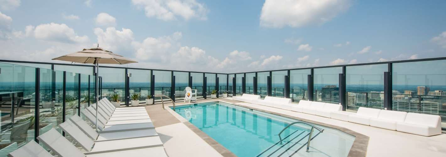 VITA Tysons Corner : Catch some rays on the rooftop swimming pool with cabanas.