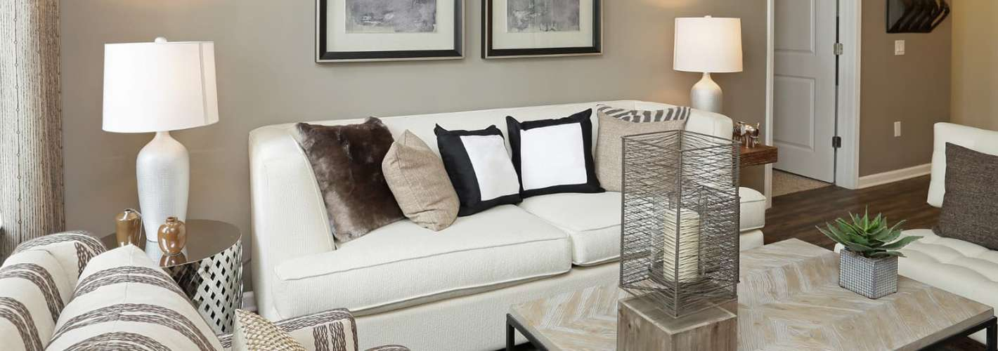 The Allure Mineola : Model Living Room