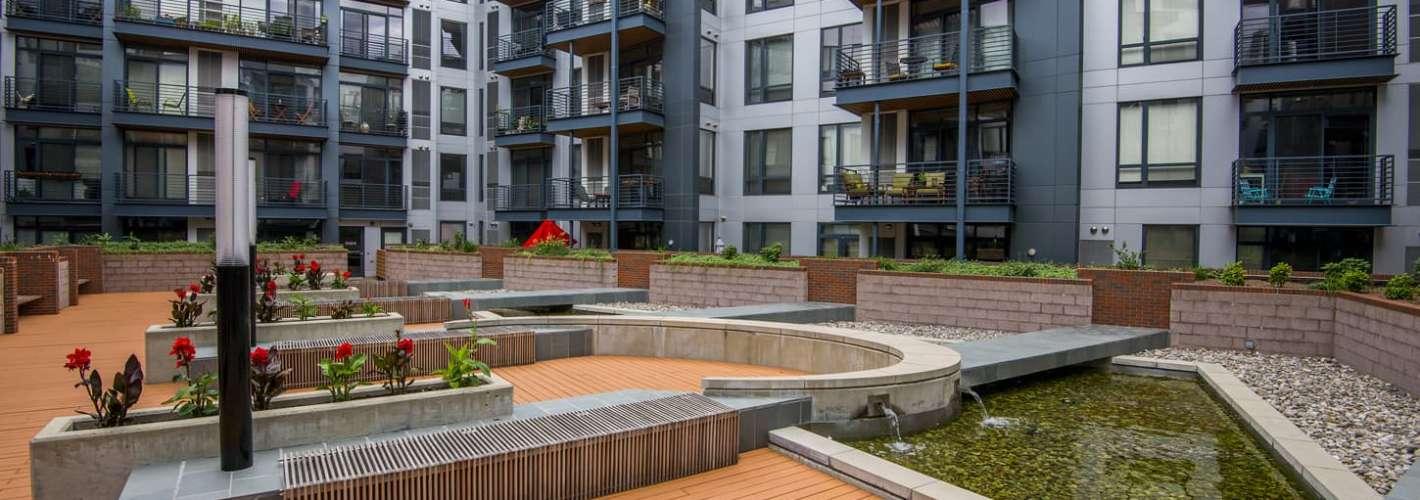 Allegro : Courtyard
