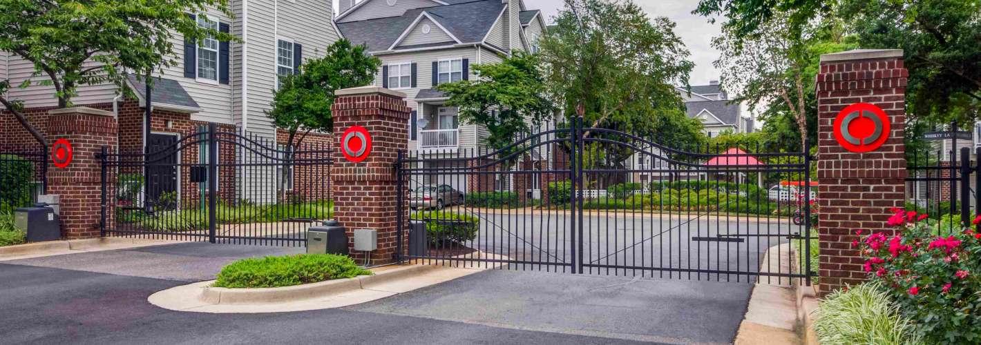 Cameron Court : Building Gate