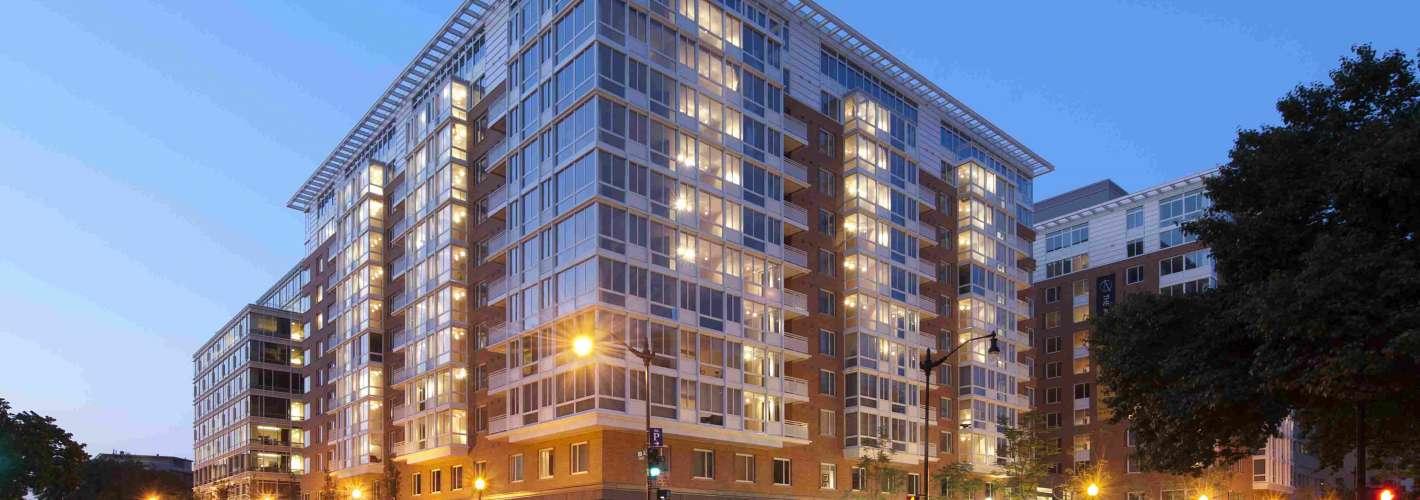 Residences on The Avenue : Building Dusk