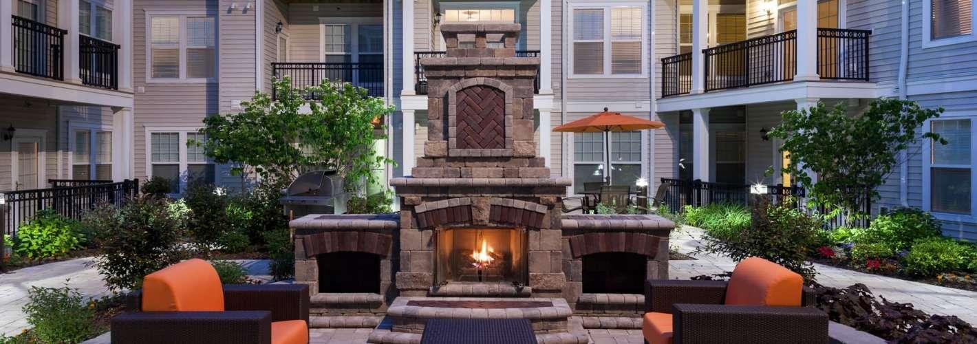 Metro 303 : Fireside Lounge
