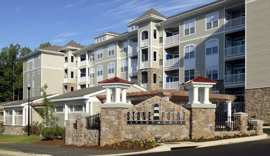 Stone Point Apartments : Spacious Apartment Homes