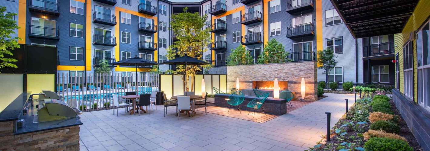 The Parker : Building Courtyard