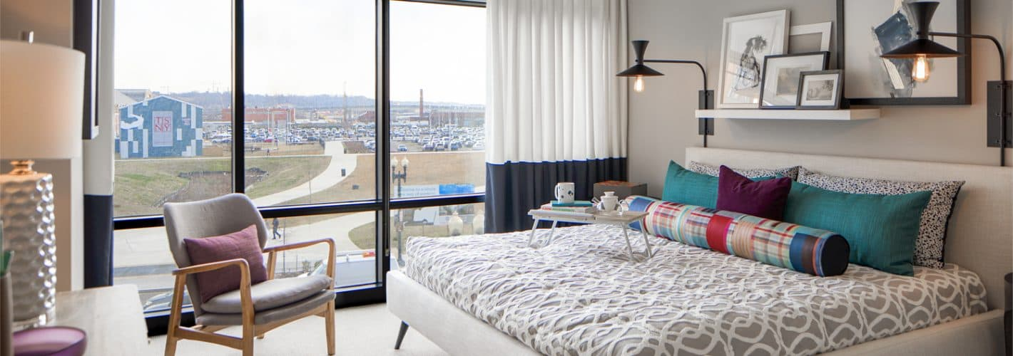 Insignia on M : Light filled bedrooms with floor-to-ceiling glass windows offering gorgeous waterfront views.
