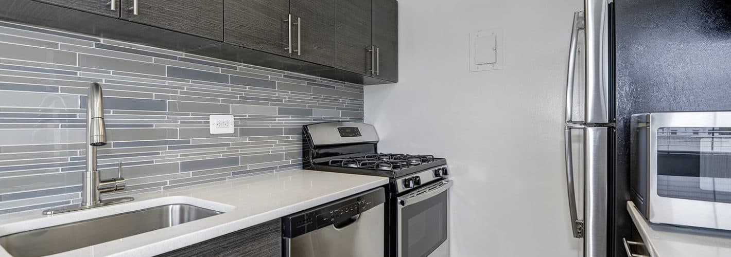 3801 Connecticut Avenue : Stunning backsplash compliments the stainless steel appliances