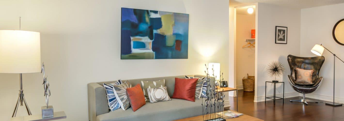 1500 Locust : Living Room