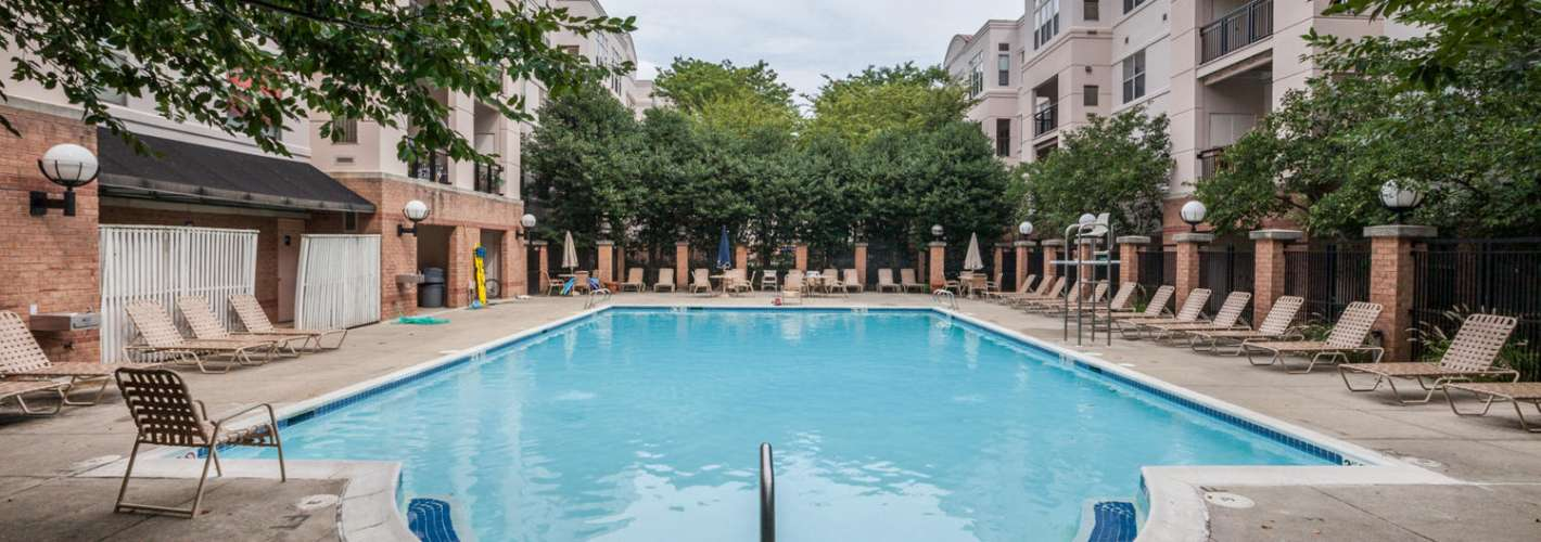 Strathmore Court at White Flint : Strathmore Court_ext_amenities_poolday