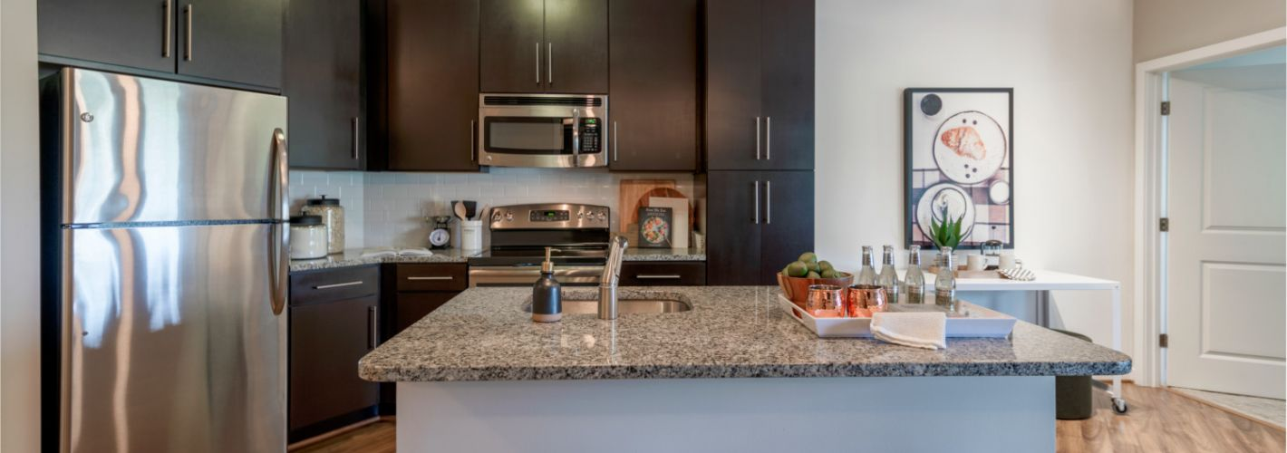 The Porter Del Ray : Over-sized kitchen islands for easy food preperation