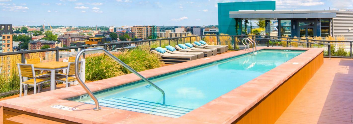 450K : Rooftop Pool