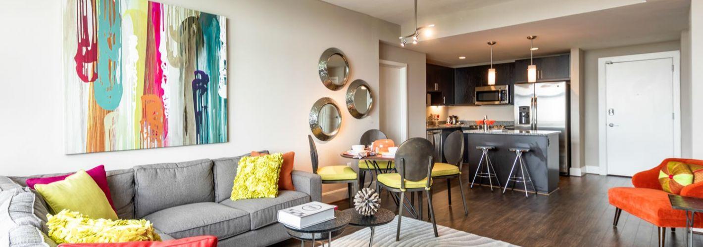 The Avant at Reston Town Center : Living Room