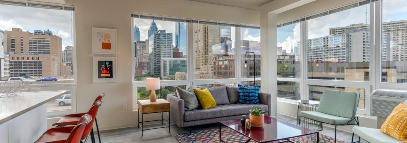 The Hamilton : Living Room
