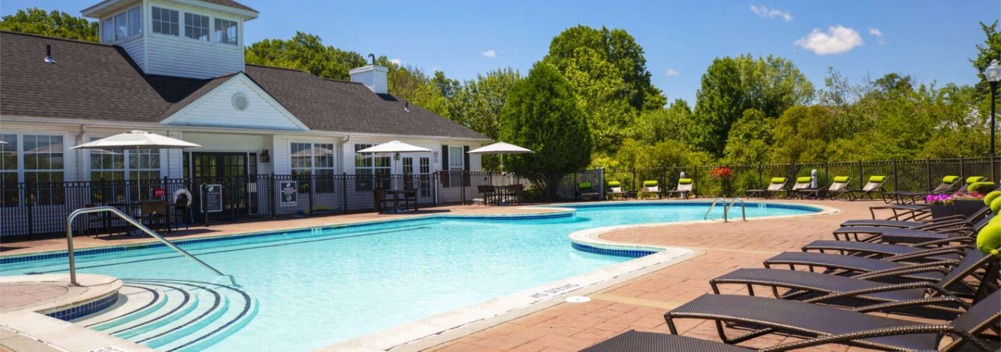 Willow Grove Apartment Homes : Pool