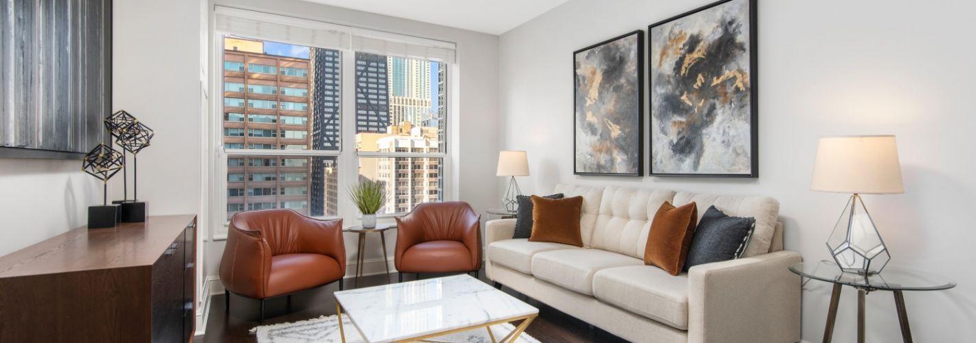 850 Lake Shore Drive : Living Room