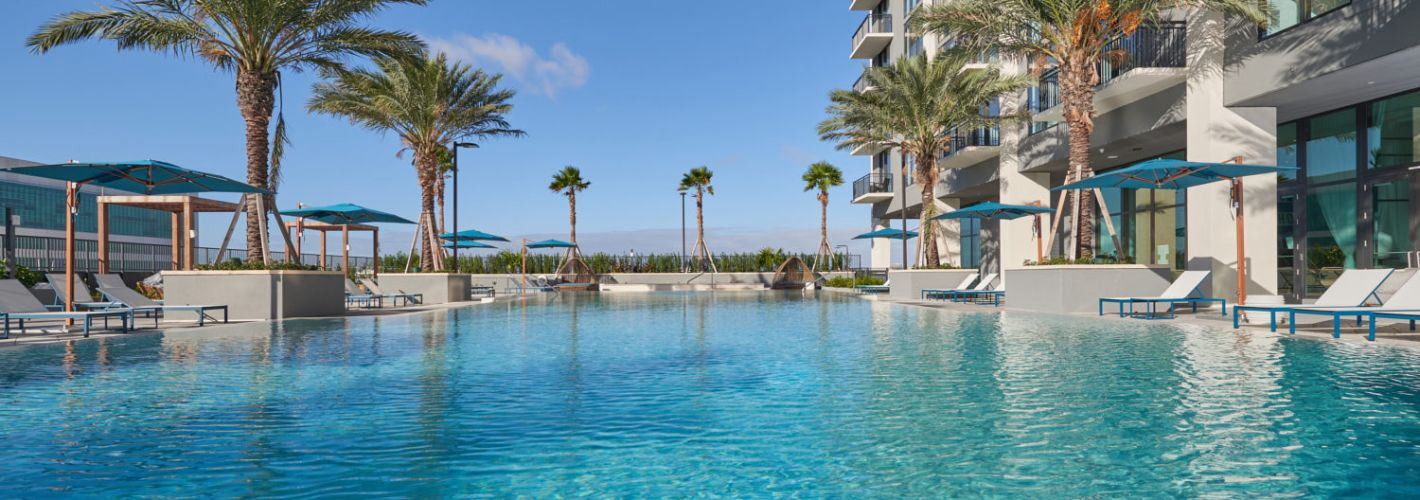 Park-Line Miami : Relax by our stunning pool