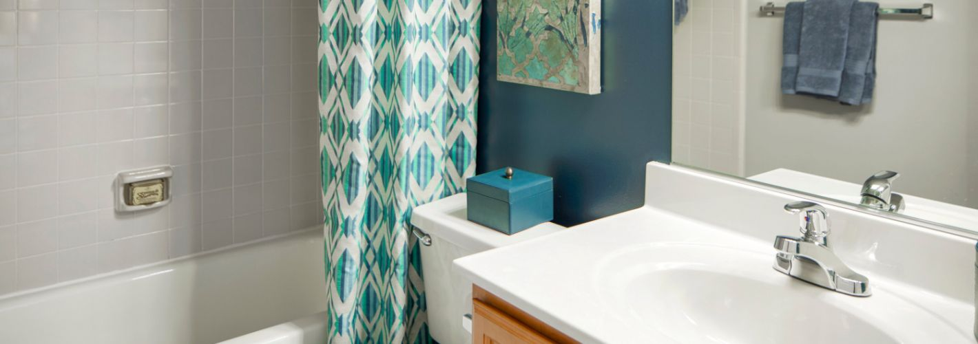 Lakeside Apartments : Large soaking tubs