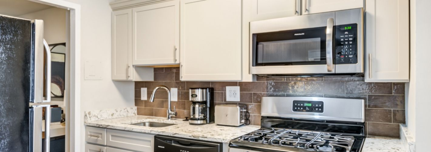 The Kenmore : Kitchen