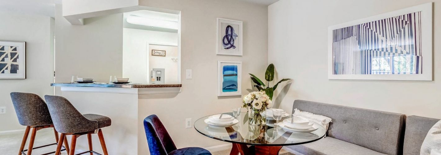 The Apartments at Harbor Park : Dining Room