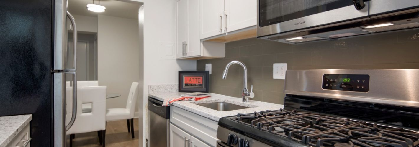 The Kenmore : Gas cooking and modern back splash