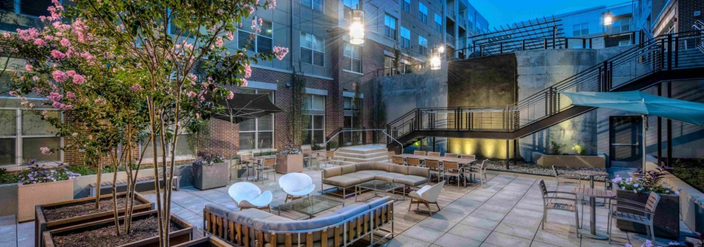 The Frasier : Courtyard