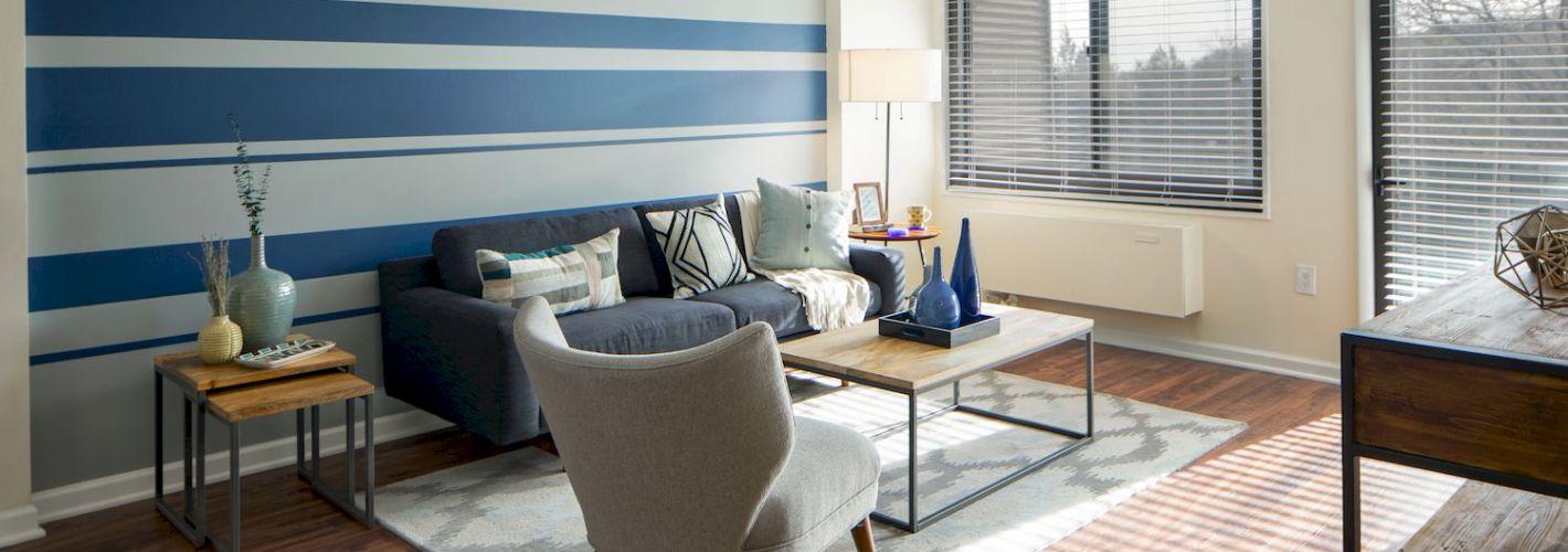 Riverside : Spacious living room