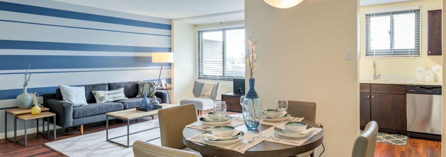 Riverside : Open concept Living room