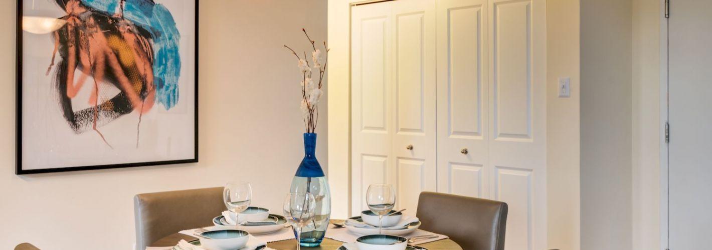 Riverside : Open concept dining room