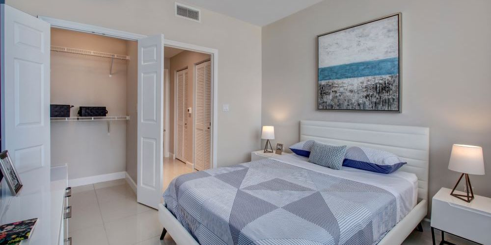 5250 Park at Downtown Doral : Bedroom