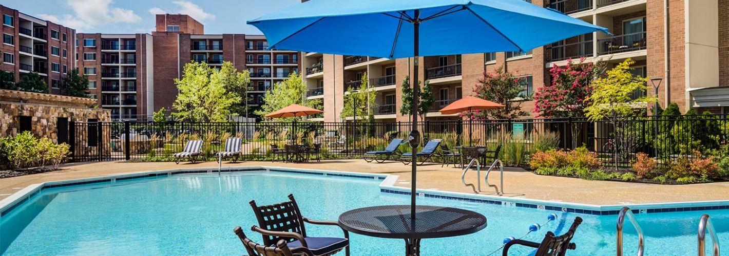 Falls Green : Outdoor pool