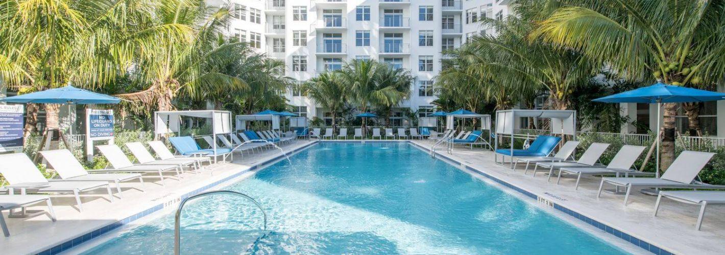 Curv : Swimming Pool