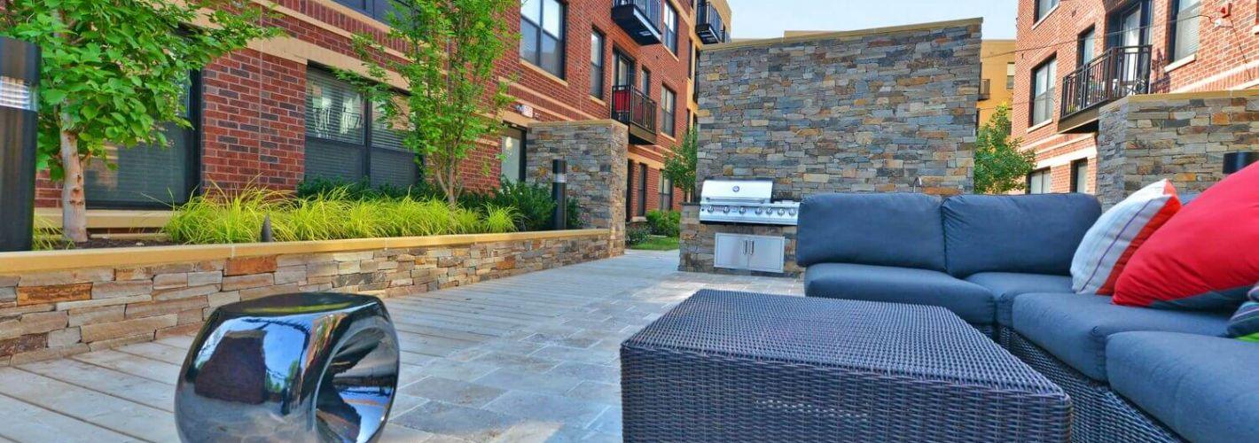 19Nineteen : Courtyard Seating