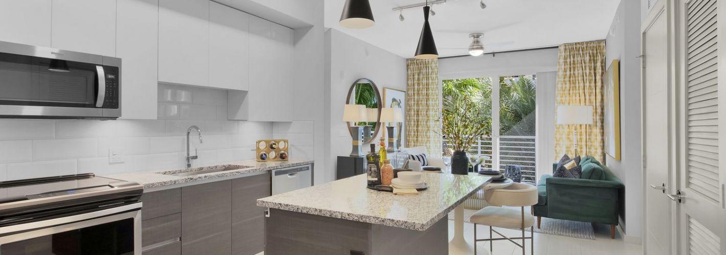 Aura Boca : Kitchen & Living