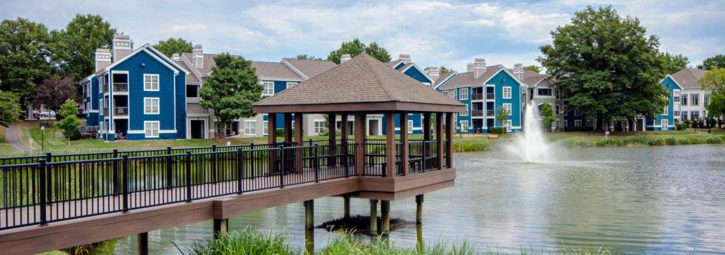 Lakeside Apartments : Gazebo