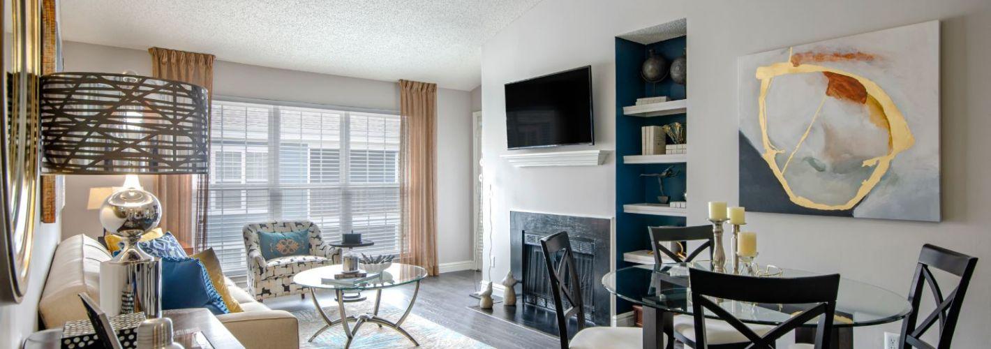Lakeside Apartments : Living Room