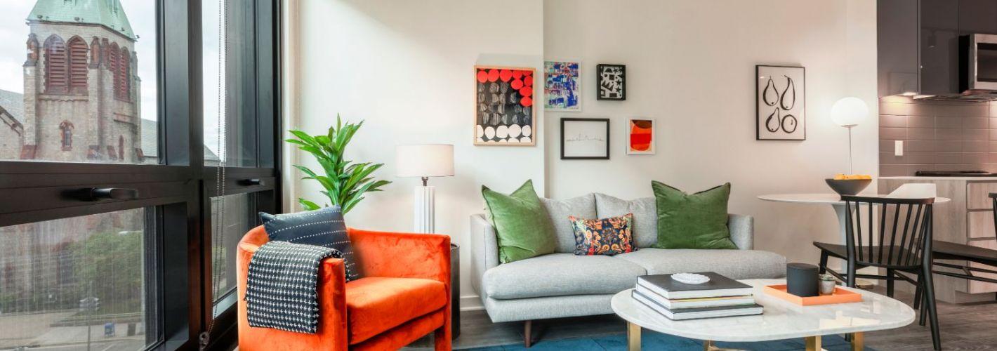 555 : Living Room
