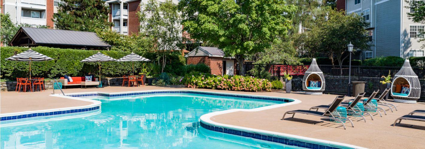 Halstead Fair Oaks : Pool Daytime