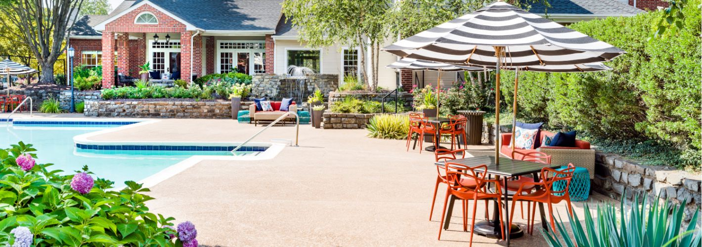 Halstead Fair Oaks : Poolside